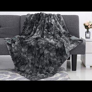 Faux Fur black blanket super soft 50x60 New